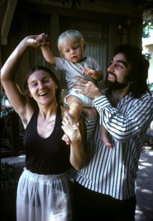 Лео с родителями в детстве