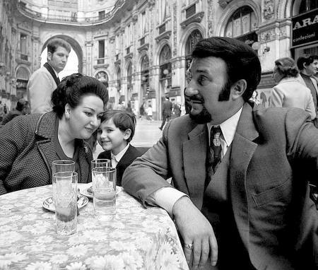 Монсеррат Кабалье с мужем и сыном