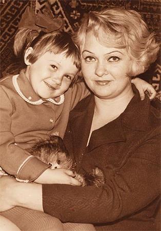 Таня с мамой