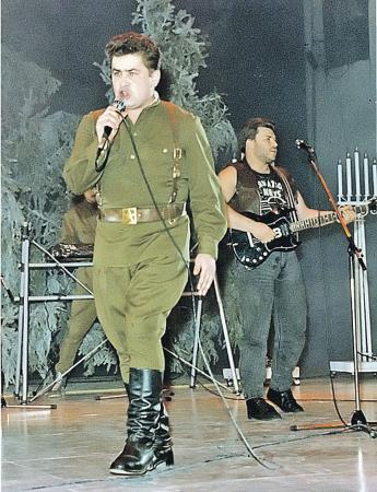 Николай Расторгуев на сцене
