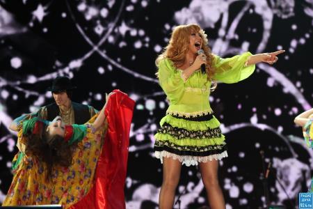 Маша Распутина на сцене