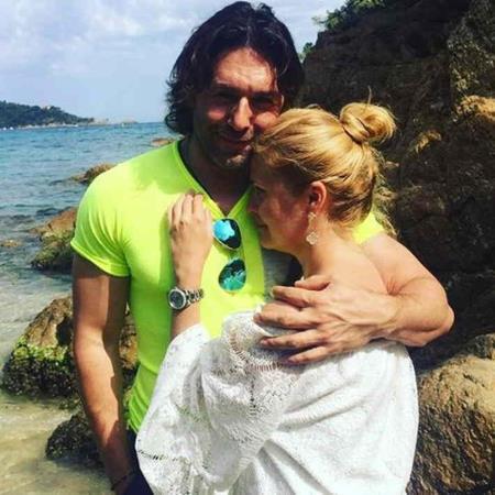 Наталья Шкулева с мужем на отдыхе