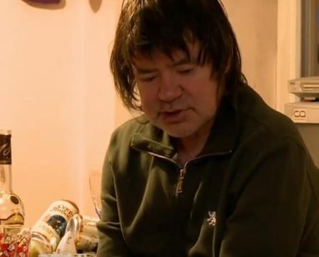 Евгений Осин среди пустых бутылок