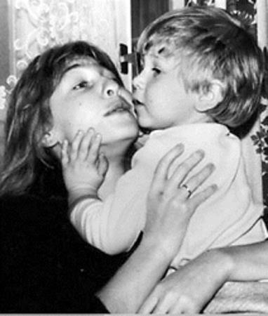 После развода певице пришлось бороться за сына