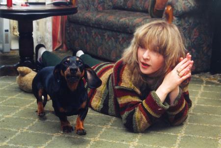 От самоубийства певицу спасли собаки, кому они, кроме нее, нужны?