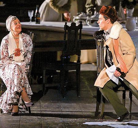 Нина Агапова на сцене театра