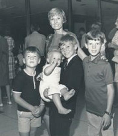 Клорис Личмен с детьми