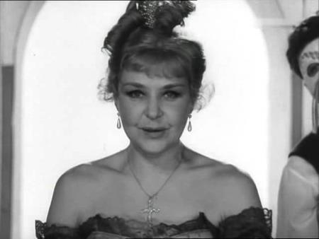 Нина Ургант на сцене театра