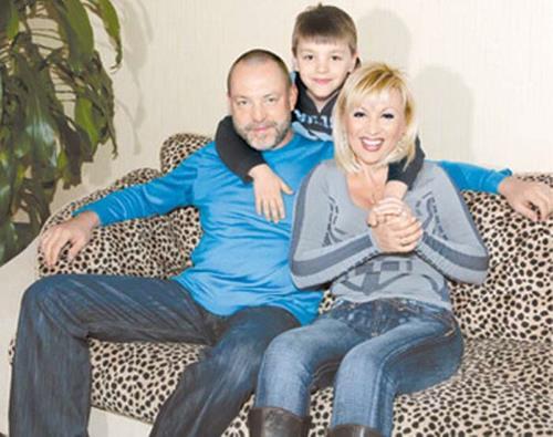Певица с мужем Алексеем и сыном