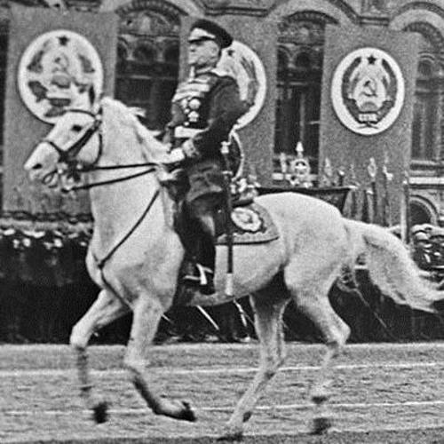 Георгий Жуков принимает парад Победы