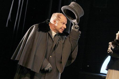 Авангард Леонтьев на сцене театра
