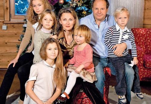 Дмитрий Астрахан с женой и детьми