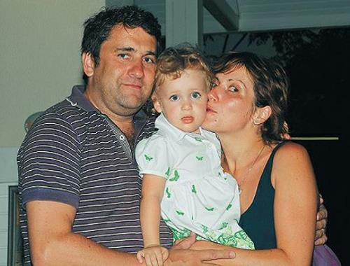Светлана Зейналова с бывшим мужем и дочкой
