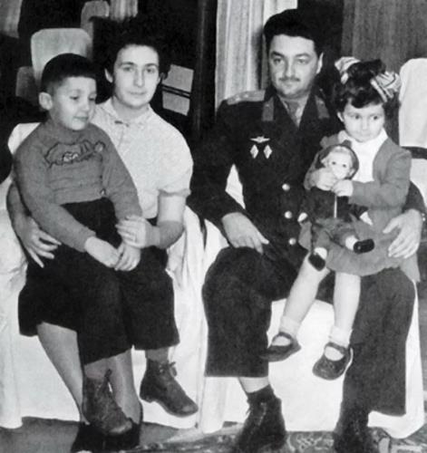 Стас с родителями в детстве