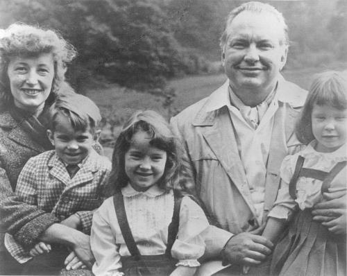 Рон Хаббард с семьей