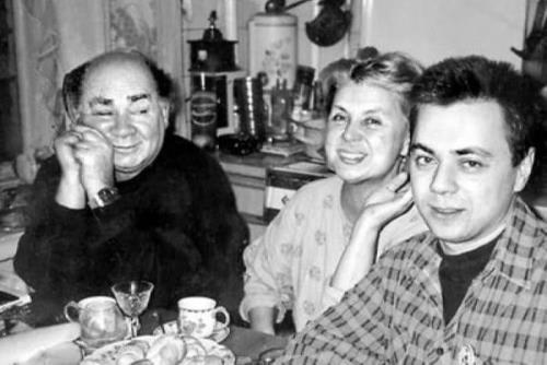 Евгений Леонов с женой и сыном
