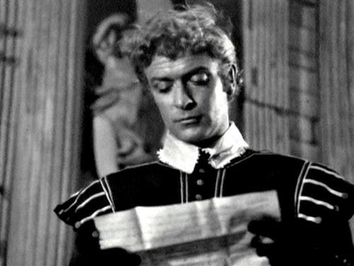 Кристофер Пламмер на сцене театра в роли Гамлета