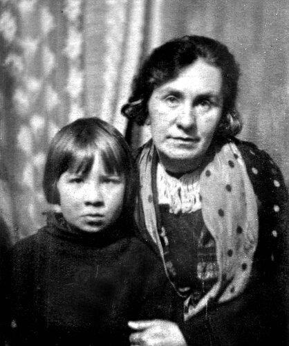 Кира в детстве с мамой. Фото: 2aktera.ru