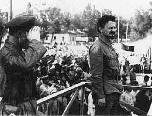Лев Троцкий на выступлении