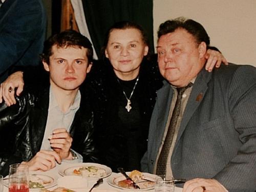 Нина Гуляева и Вячеслав Невинный с сыном