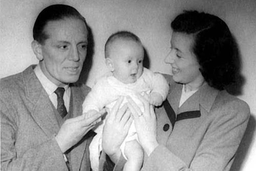 Крис с родителями во младенческом возрасте
