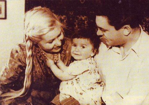 Сергей Бондарчук с женой Инной Макаровой и дочкой Наташей