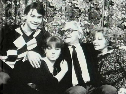 В семье с детьми Аленой и Федором