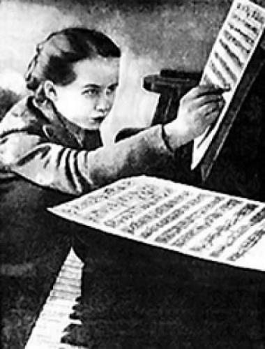 Саша Пахмутова в детстве. 11 лет